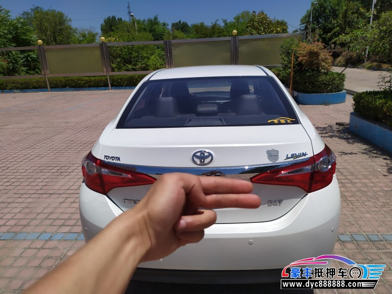 17年丰田雷凌轿车抵押车出售