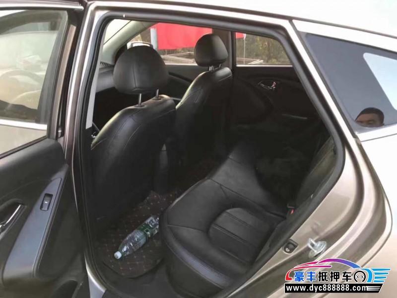 抵押车出售10年现代ix35轿车