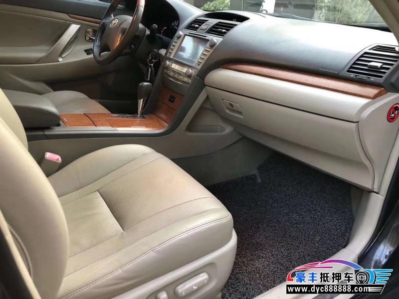 抵押车出售11年丰田凯美瑞轿车