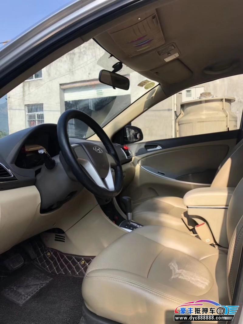 11年现代瑞纳轿车抵押车出售