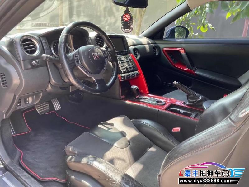 抵押车出售11年日产GT-R跑车