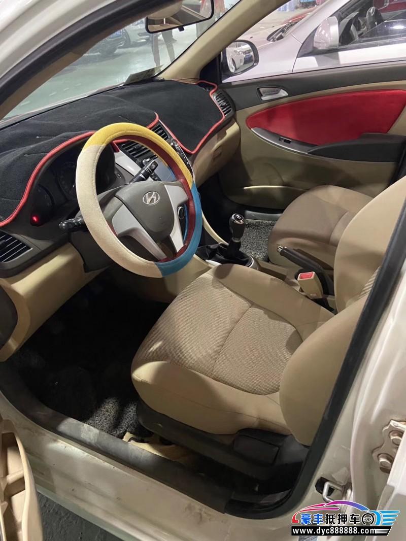 12年现代瑞纳轿车抵押车出售