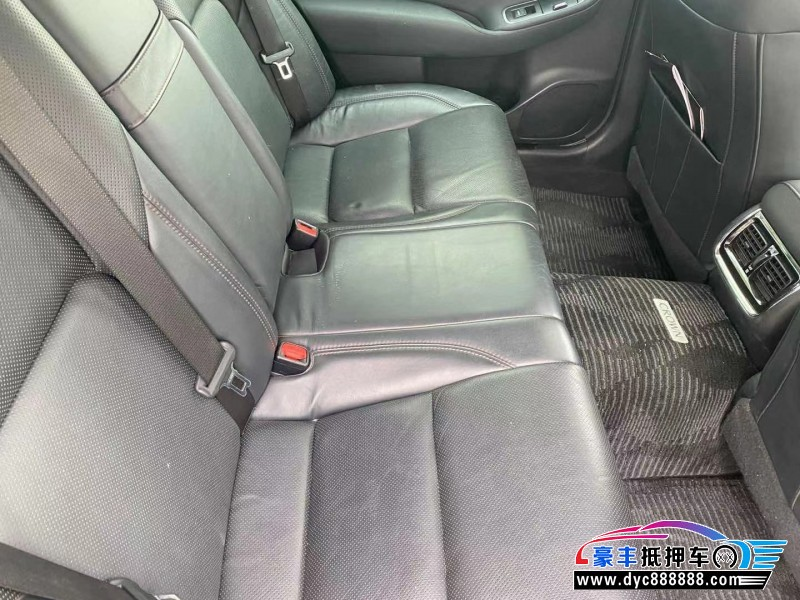 16年丰田皇冠轿车抵押车出售