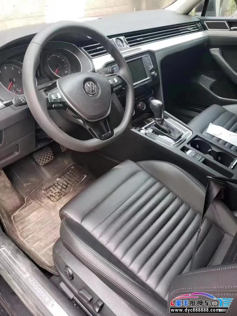 抵押车出售17年大众迈腾轿车