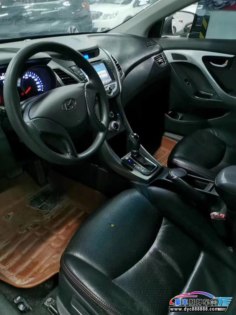 15年现代朗动轿车抵押车出售