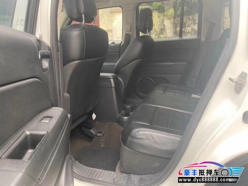 抵押车出售15年Jeep自由客SUV