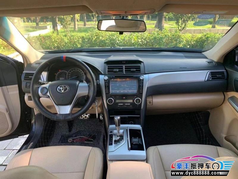 抵押车出售13年丰田凯美瑞轿车