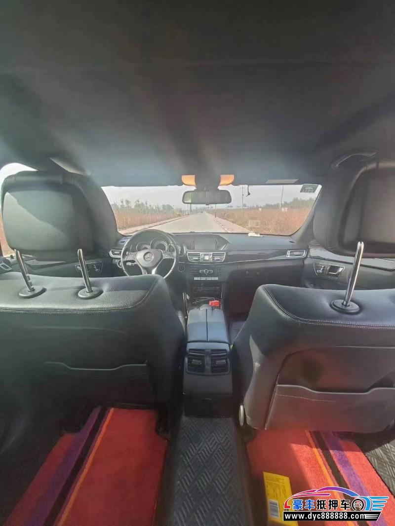 抵押车出售13年奔驰E级轿车