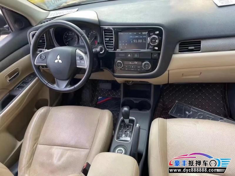 抵押车出售13年三菱欧蓝德SUV