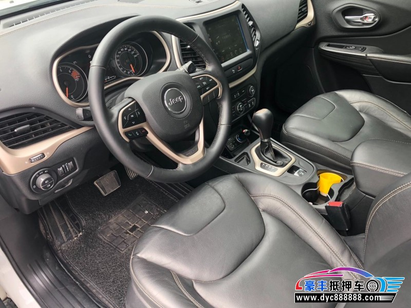 18年Jeep自由光SUV抵押车出售