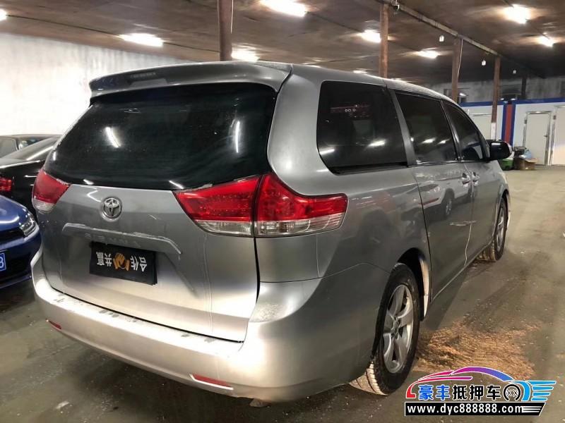 抵押车出售11年丰田塞纳MPV