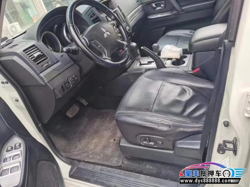抵押车出售10年三菱帕杰罗SUV