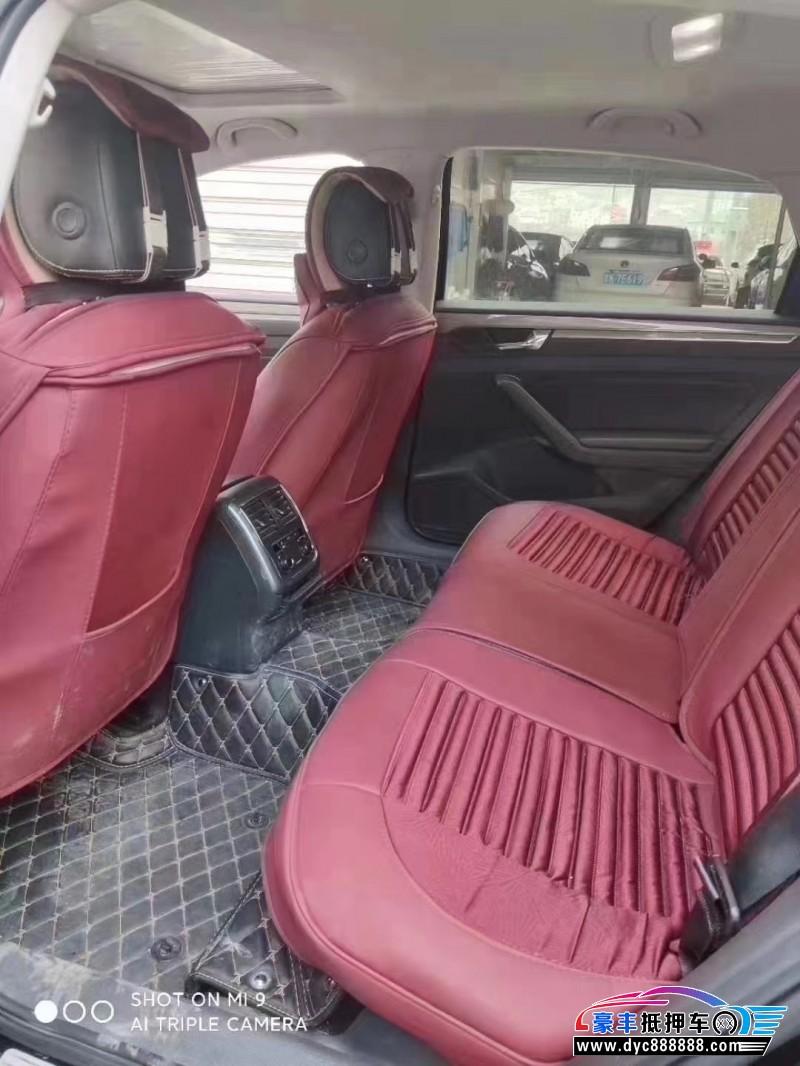 抵押车出售17年大众帕萨特轿车