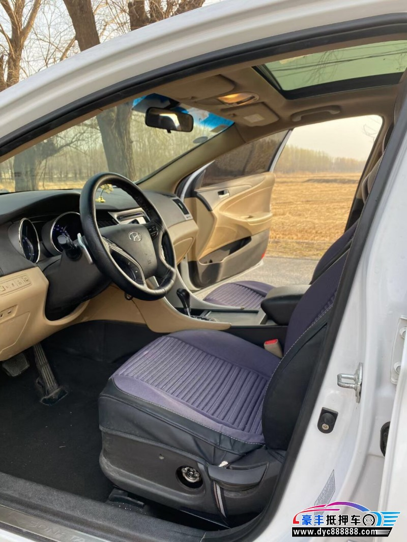 抵押车出售14年现代索纳塔轿车