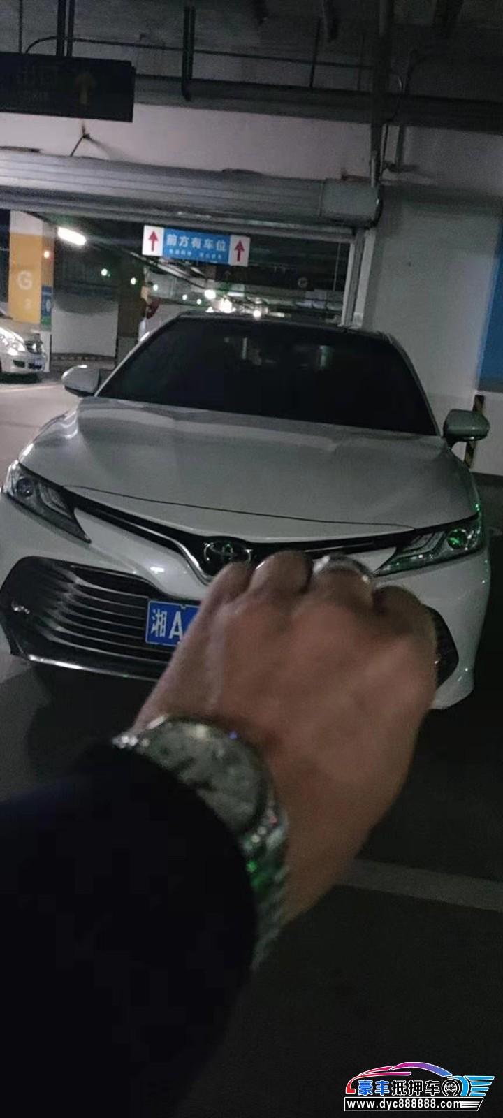 抵押车出售18年丰田凯美瑞轿车