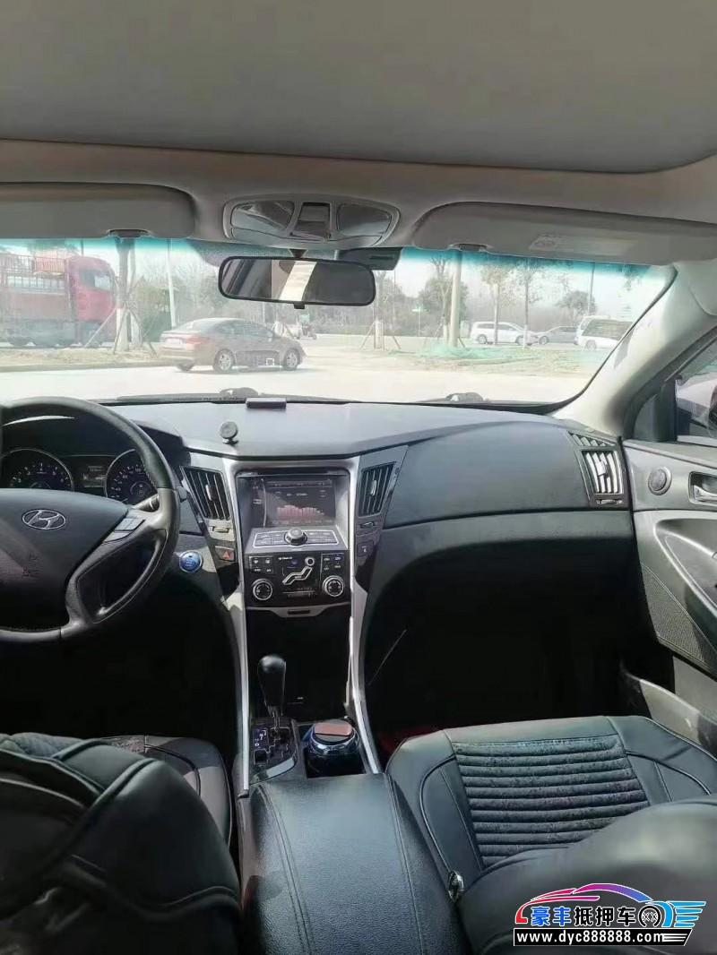 抵押车出售12年现代索纳塔轿车