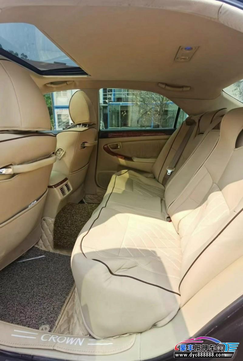 抵押车出售05年丰田皇冠轿车