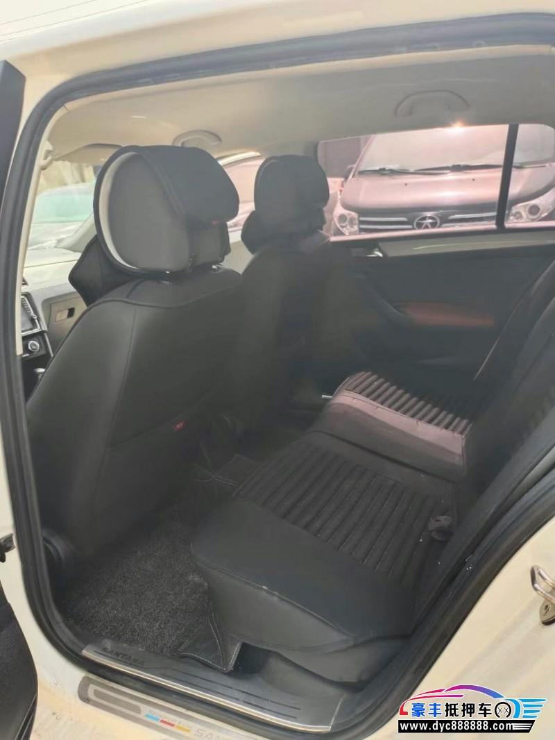 抵押车出售15年大众桑塔纳轿车