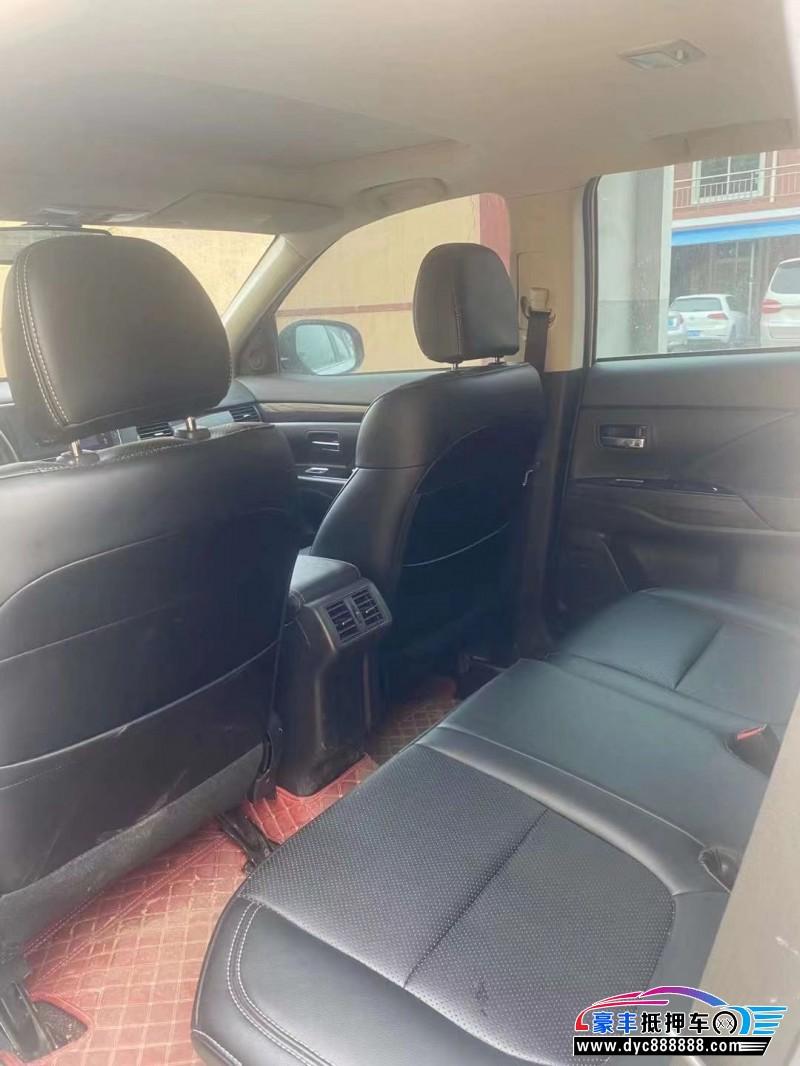 抵押车出售19年三菱欧蓝德SUV