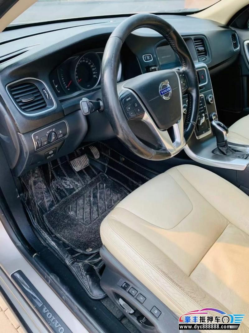 14年沃尔沃V60轿车抵押车出售