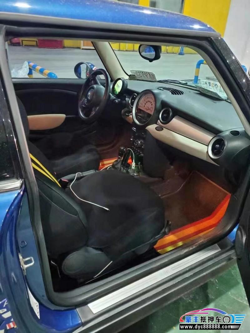 抵押车出售13年宝马MINI轿车