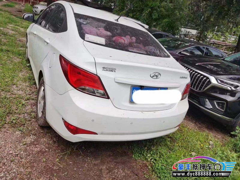 15年现代瑞纳轿车抵押车出售