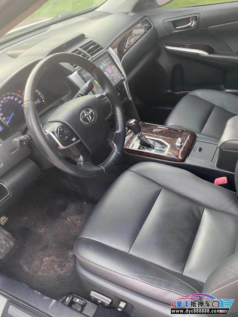 抵押车出售17年丰田凯美瑞轿车