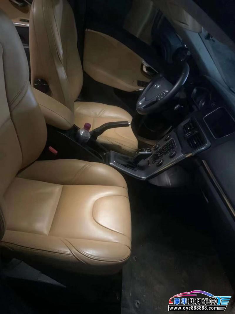 抵押车出售17年沃尔沃V40轿车
