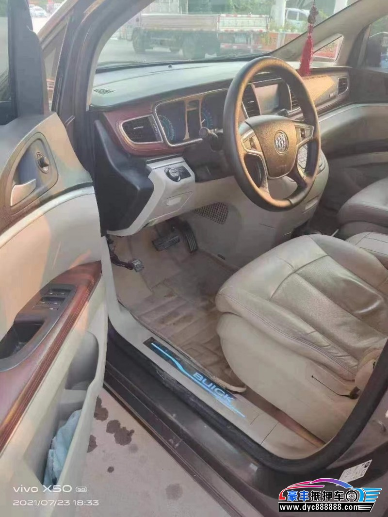 抵押车出售15年别克GL8轿车