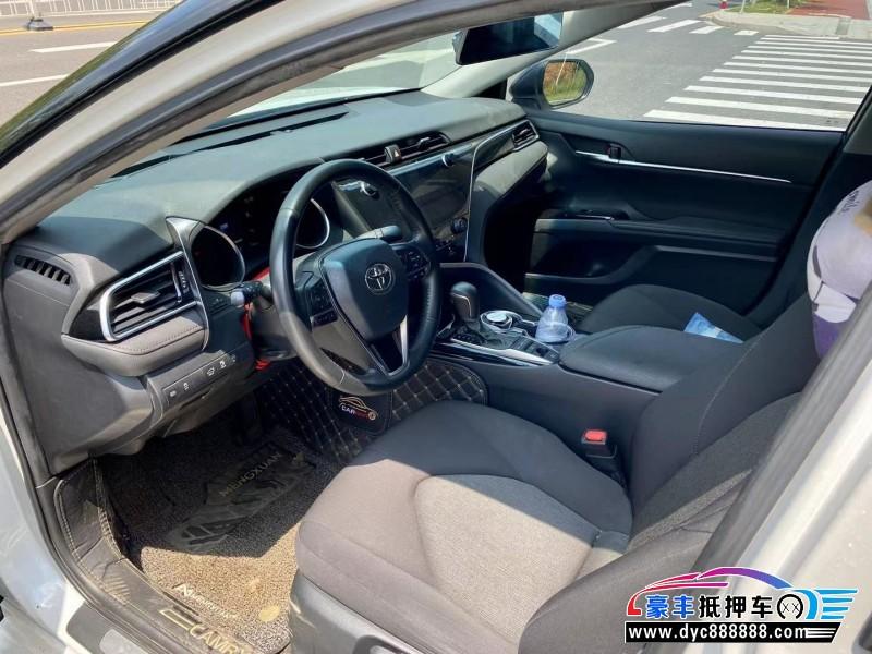 抵押车出售20年丰田凯美瑞轿车