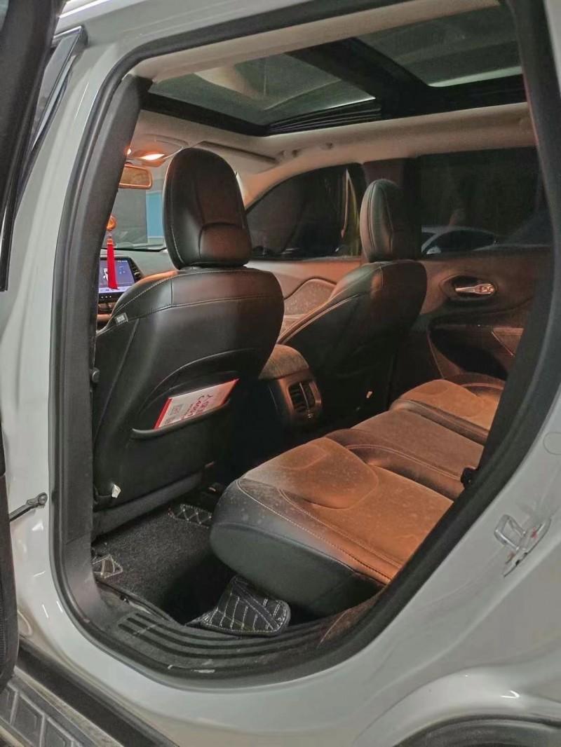 16年Jeep自由光SUV抵押车出售