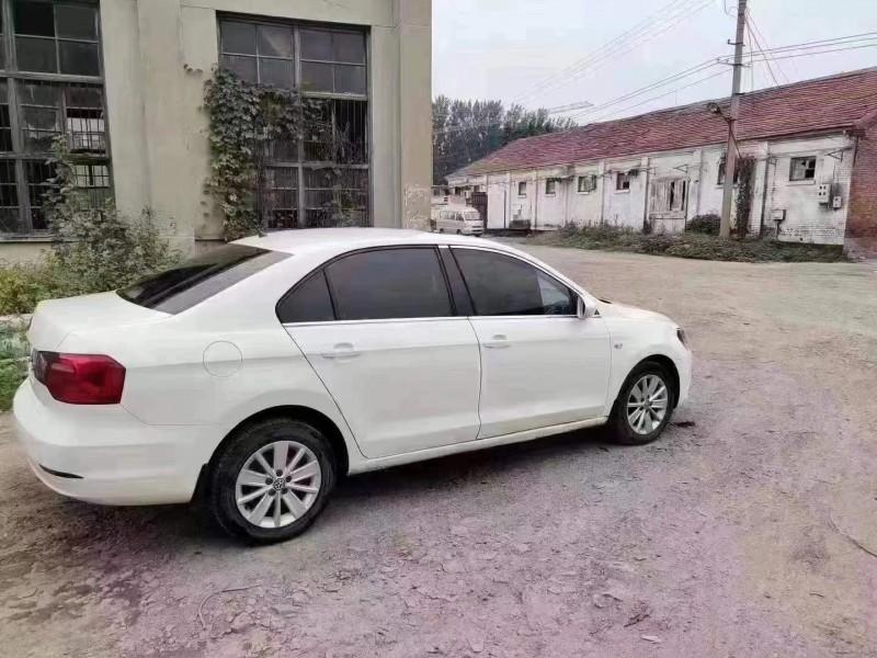 抵押车出售14年大众桑塔纳轿车