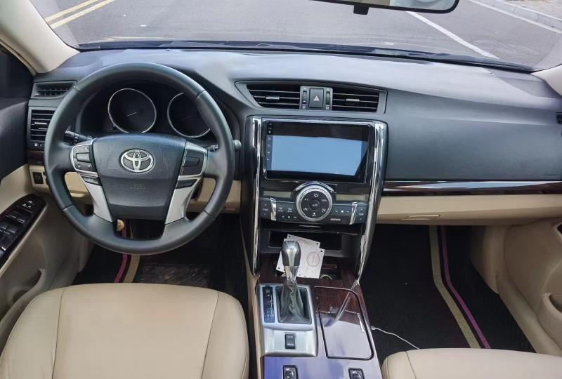 抵押车出售11年丰田锐志轿车