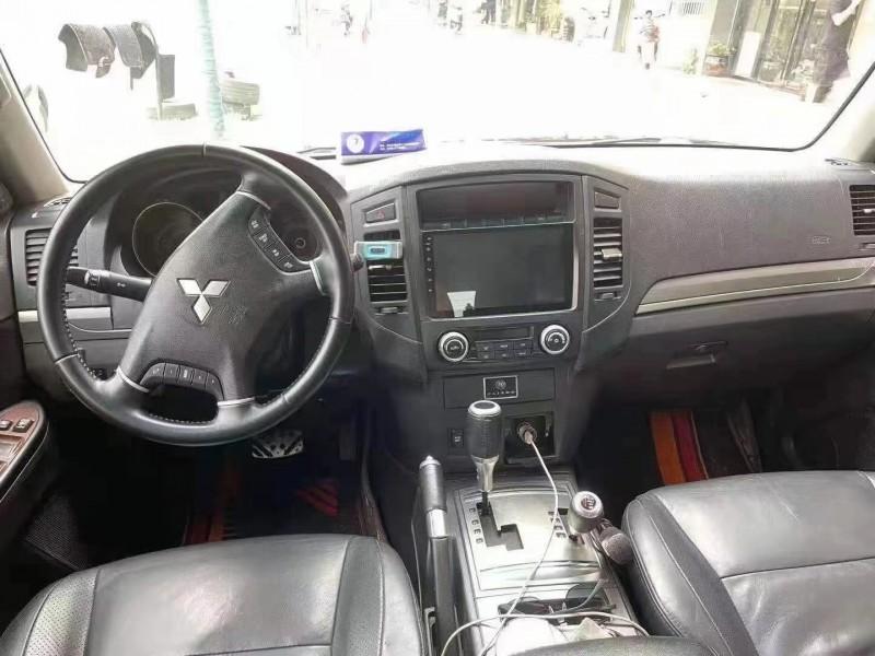 11年三菱帕杰罗轿车抵押车出售