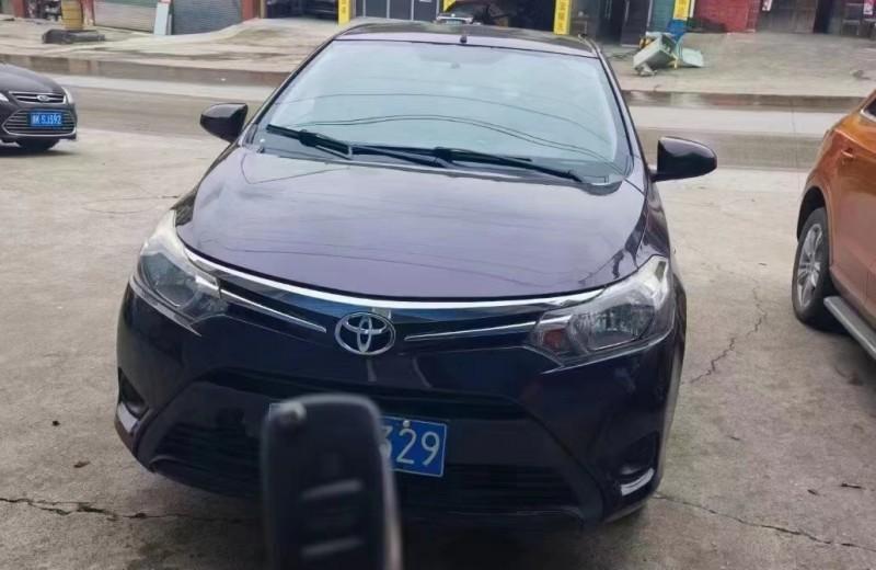 抵押车出售14年丰田威驰轿车