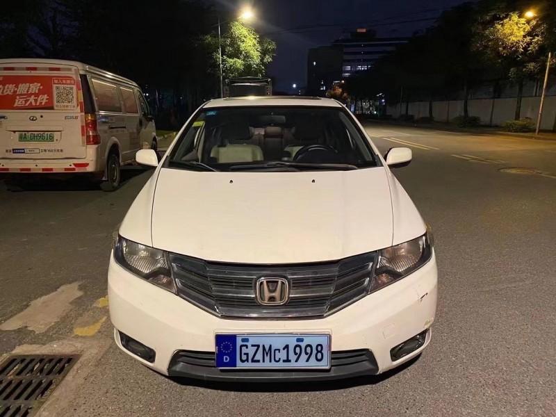 抵押车出售12年本田锋范轿车